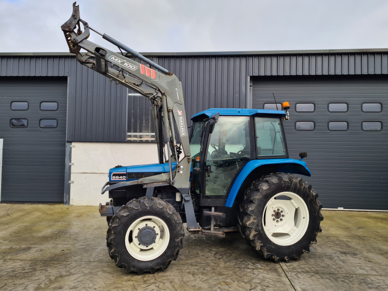 1999 New Holland 6640